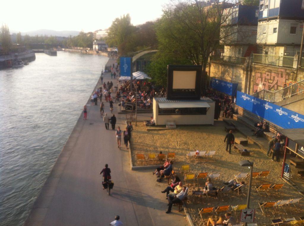 Βόλτα στον γαλάζιο (!) Δούναβη…*